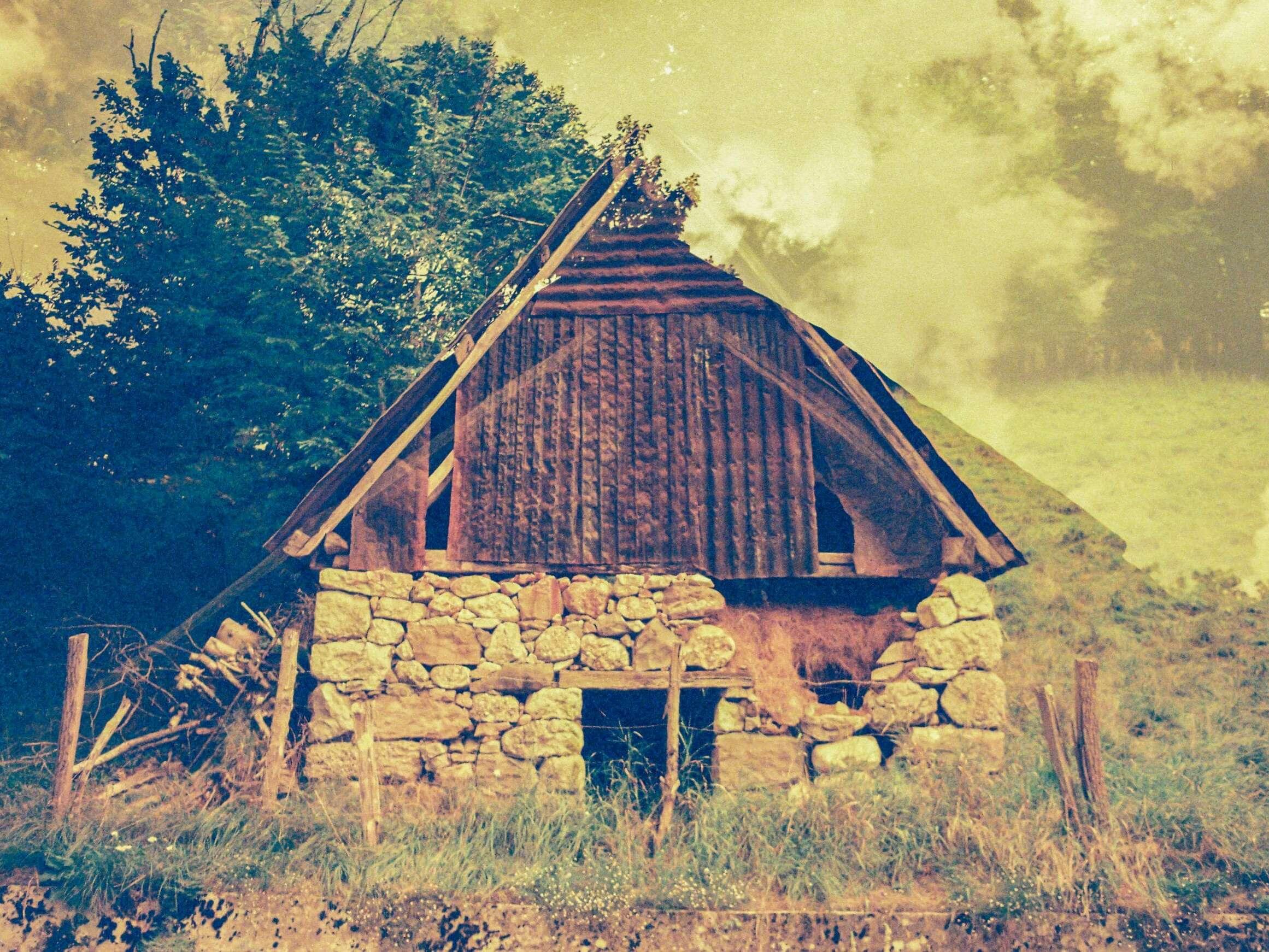 Mehrfachbelichtung einer slowenischen Hütte