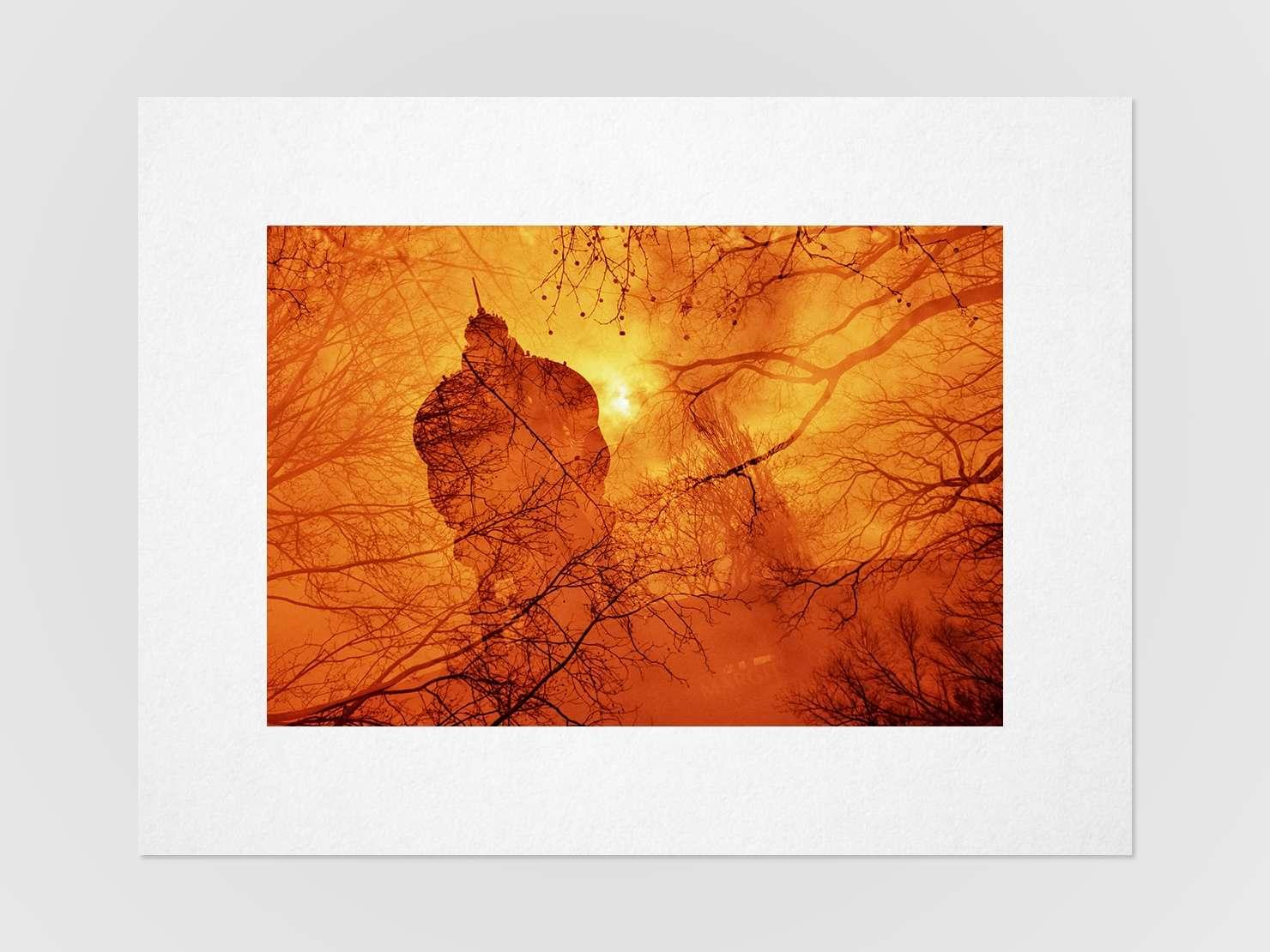 Druckansicht: Mehrfachbelichtung eines Leuchtturms mit Bäumen